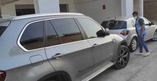 Kordon'da bisiklet yoluna giren özel araç sahibine cezai işlem başlatıldı