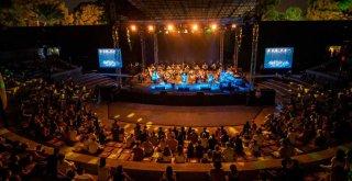 Mor ve Ötesi'nden İEF'de senfonik rock konseri
