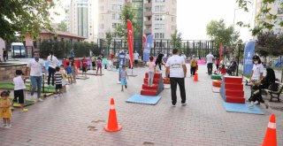 Çocuklar spor yaparak eğleniyor