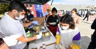 Büyükşehir'den depremzedelere 26 bin kişilik yemek