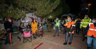 Başkan Soyer'den depremzedelere moral ziyareti