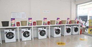 Göçle gelenler ve gelir düzeyi düşük olanlar için çamaşırhane