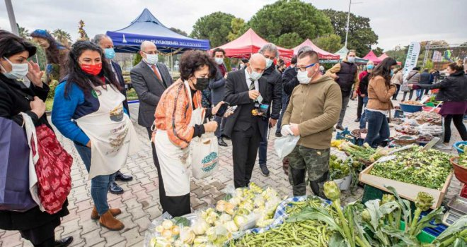 Başkan Soyer yılbaşı alışverişini Kültürpark Üretici Pazarı'nda yaptı
