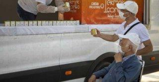 Mersin Büyükşehir, 65 Yaş ve Üstü Yurttaşlara Limonata İkram Etti