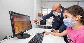 Başkan Soyer'den 'askıda tablet' kampanyası