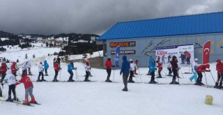Bursalı Öğrencilerin Uludağ'da Kayak Keyfi