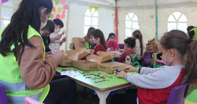 Depremzede çocuklar için anaokulu çadırları