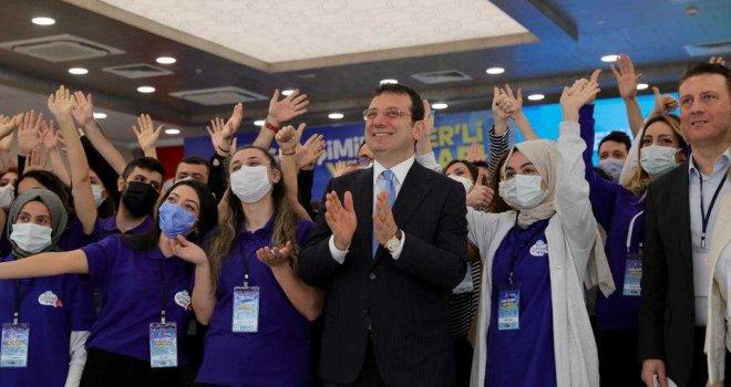 İMAMOĞLU'NDAN GENÇ MESAİ ARKADAŞLARINA: 'MİLLETE HİZMET AŞKI OLMALI'