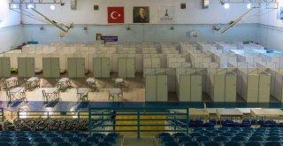 Büyükşehir dört otelin kapılarını evsizlere açtı